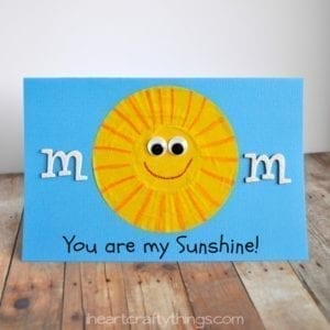 mom you are my sunshine Card - mother's day craft - kid crafts - acraftylife.com #preschool #craftsforkids #crafts #kidscraft