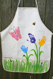 Handprint flower Apron - mother's day craft - flower kid crafts - acraftylife.com #preschool #craftsforkids #crafts #kidscraft