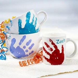 handprint mug- mother's day craft - kid crafts - acraftylife.com #preschool #craftsforkids #crafts #kidscraft