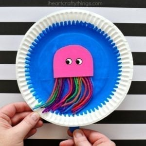 swimming jellyfish kid craft - jellyfish kids crafts - ocean kids craft - crafts for kids- kid crafts - acraftylife.com #preschool