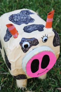 ball catching cow kid craft - cow kid craft - farm kid crafts - crafts for kids- acraftylife.com #preschool #craftsforkids #kidscrafts